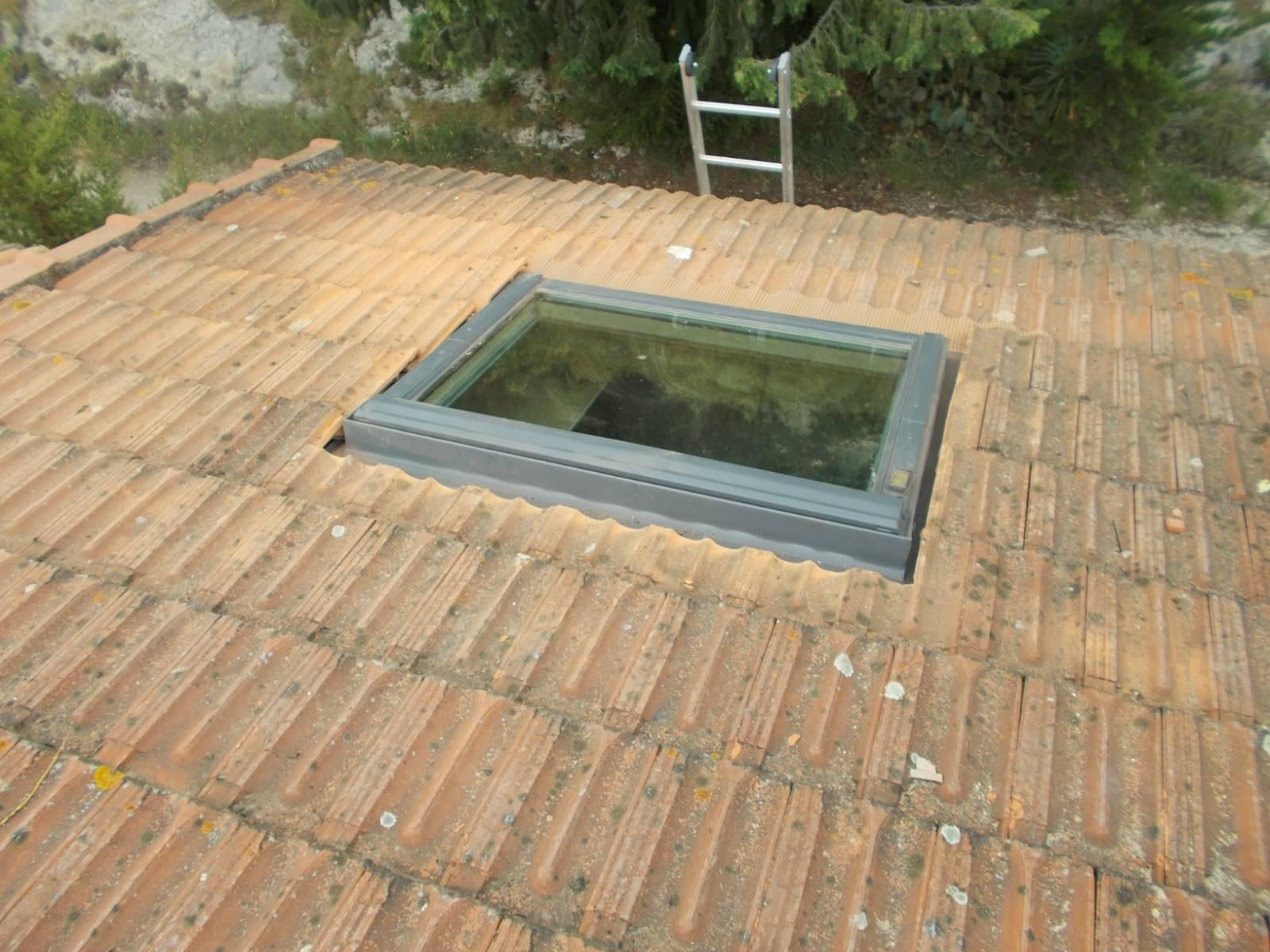 pose installation de fen tres de toit velux par nos couvreurs maussane les alpilles dans les. Black Bedroom Furniture Sets. Home Design Ideas
