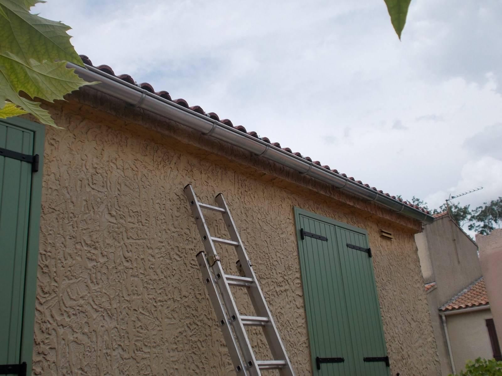 Pose de goutti res en zinc par nos couvreurs zingueurs sur for Travail du zinc toiture