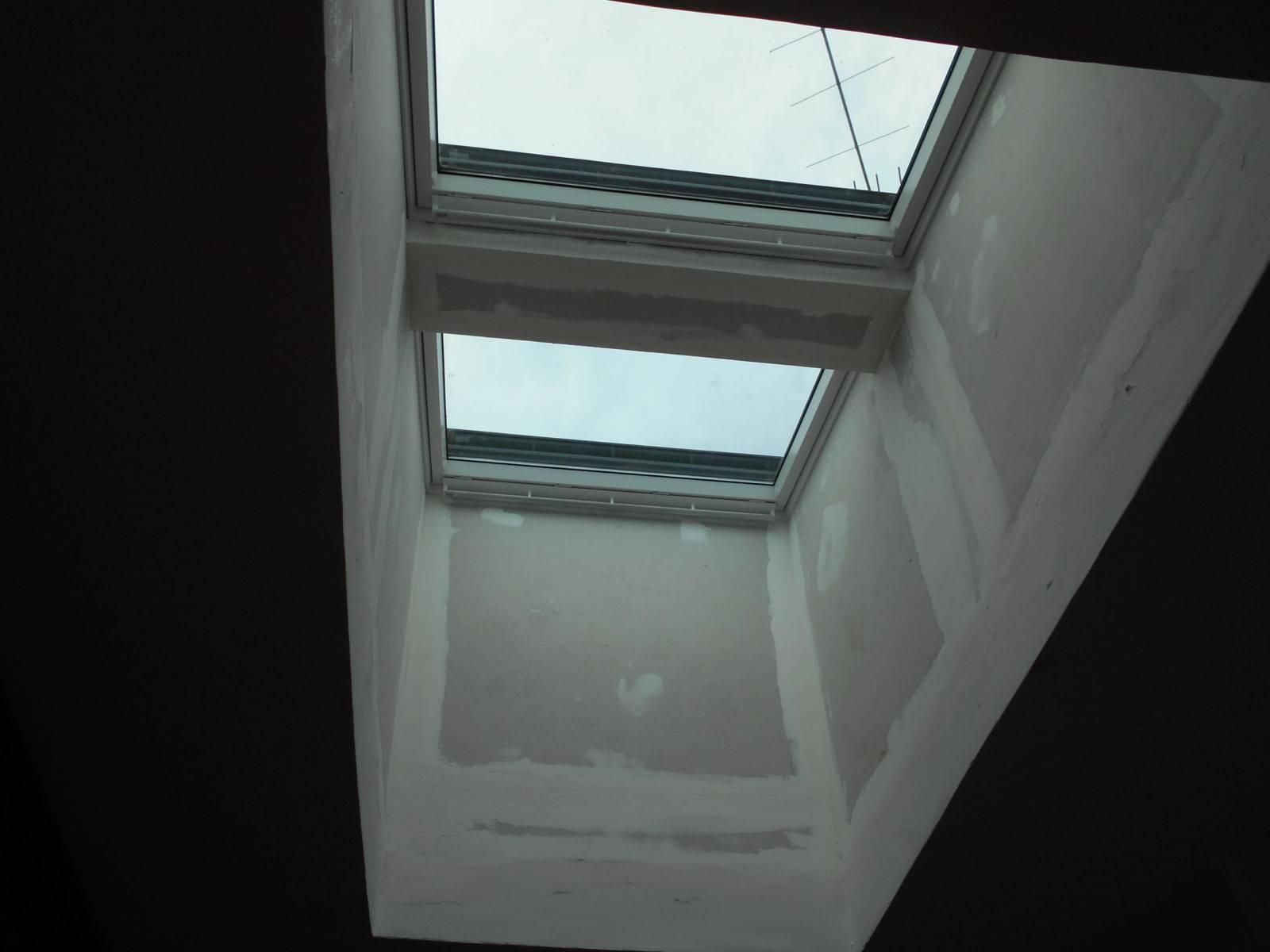 pose d 39 une fen tre de toit velux duo motoris par nos couvreurs sur la commune de saint mitres. Black Bedroom Furniture Sets. Home Design Ideas
