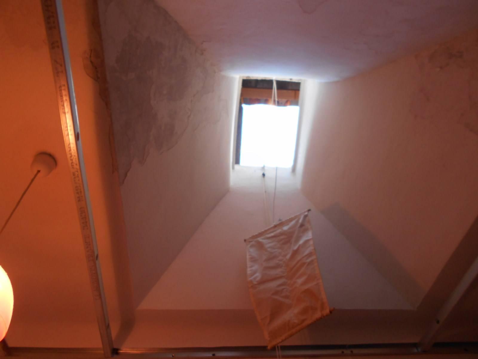 Puit De Jour dedans remplacement d'une ancienne fenêtre de toit par un velux par nos