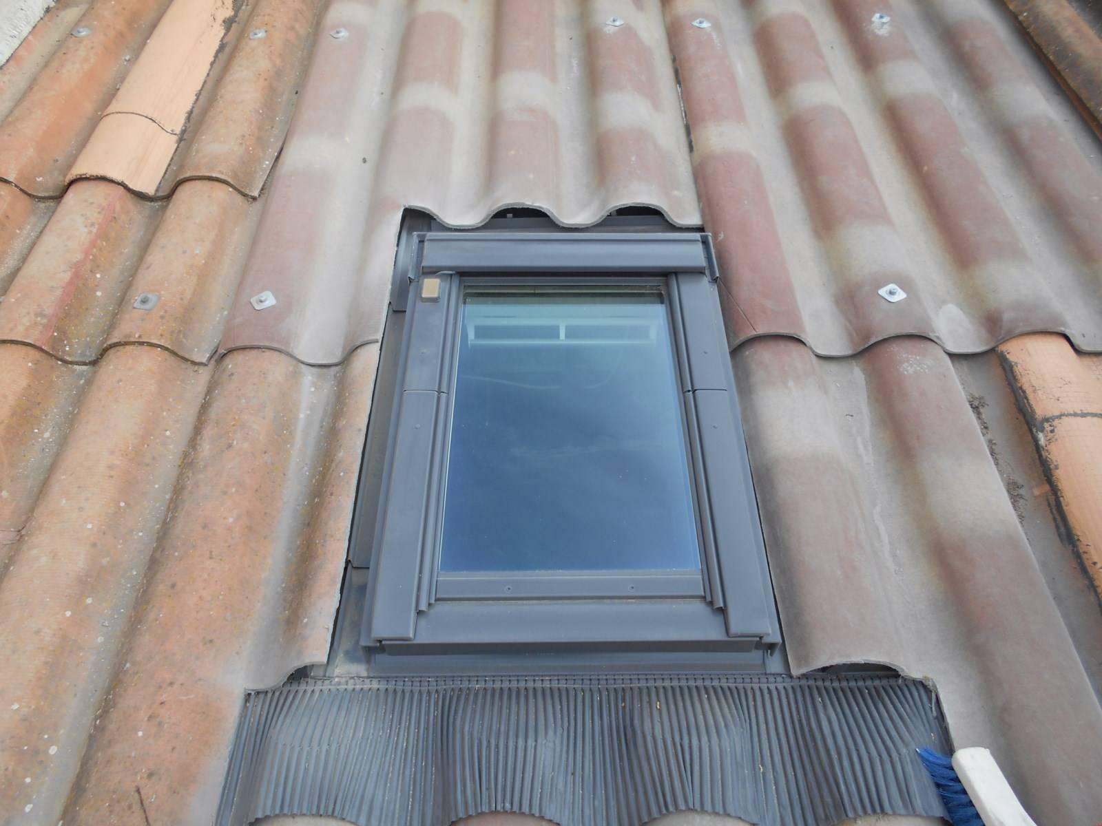 Fenetres Renovation Ou Remplacement remplacement d'une ancienne fenêtre de toit par un velux par