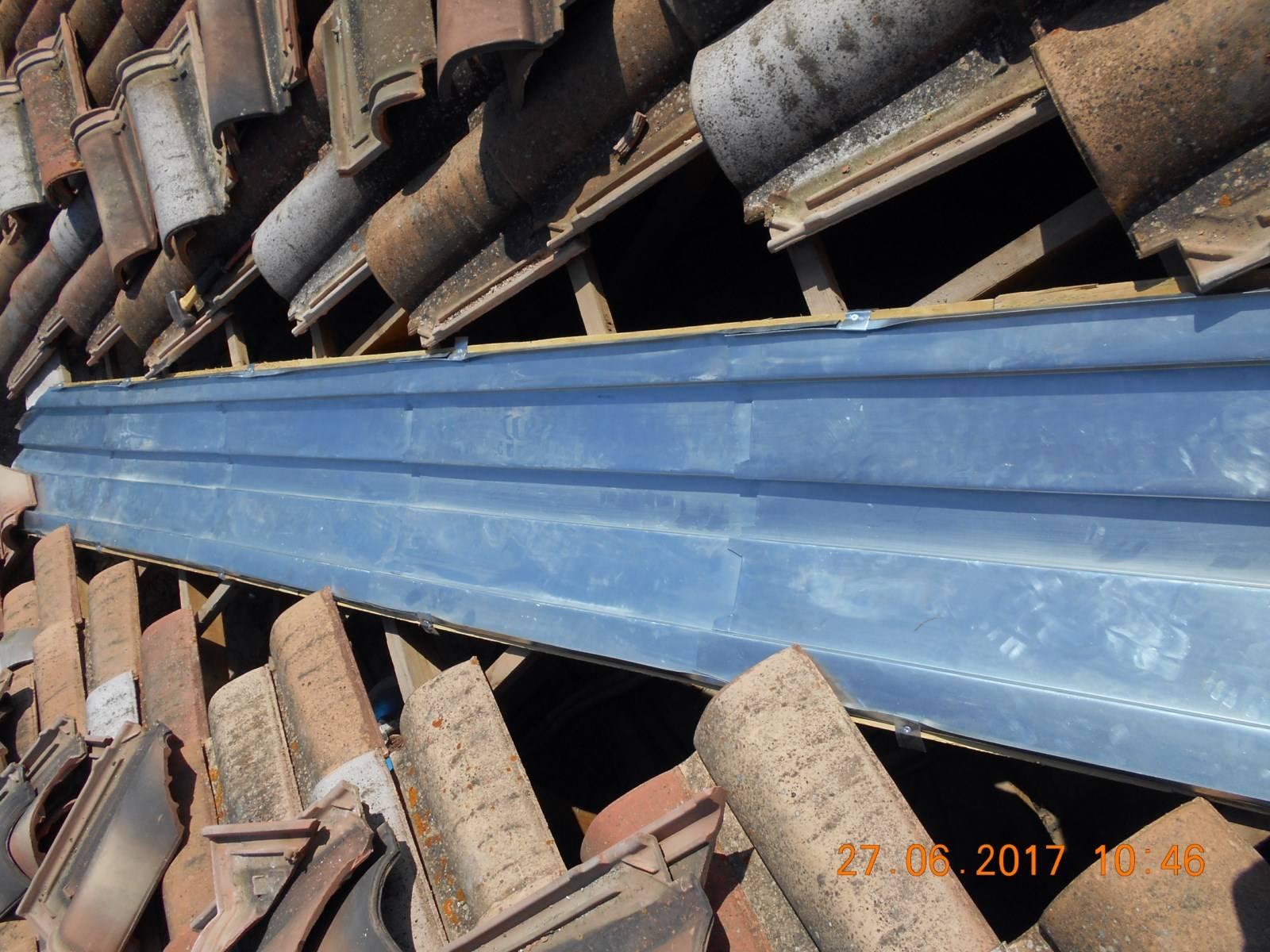 R alisation d 39 une noue d tanch it en zinc par nos artisans couvreurs zingueurs aix en - Noue en zinc ...