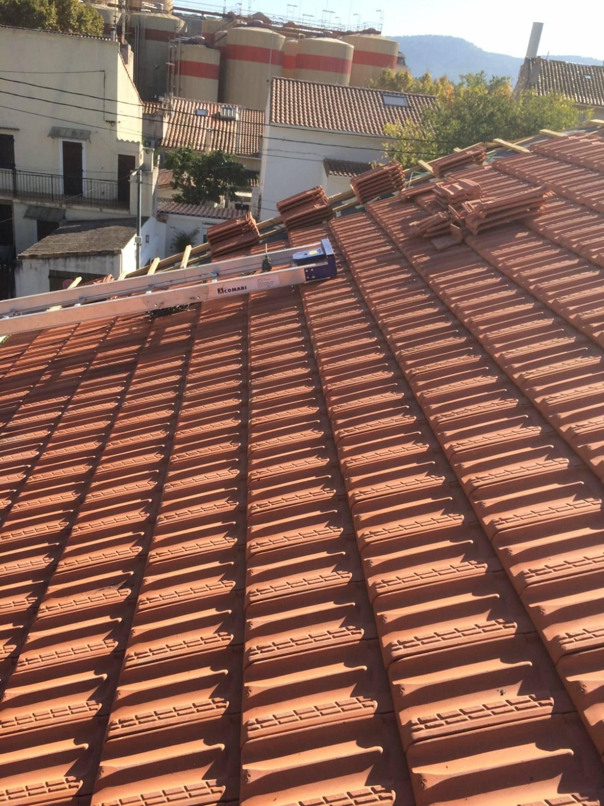 chantier de r novation de toiture en tuile plates de marseille par nos couvreurs zingueurs sur. Black Bedroom Furniture Sets. Home Design Ideas