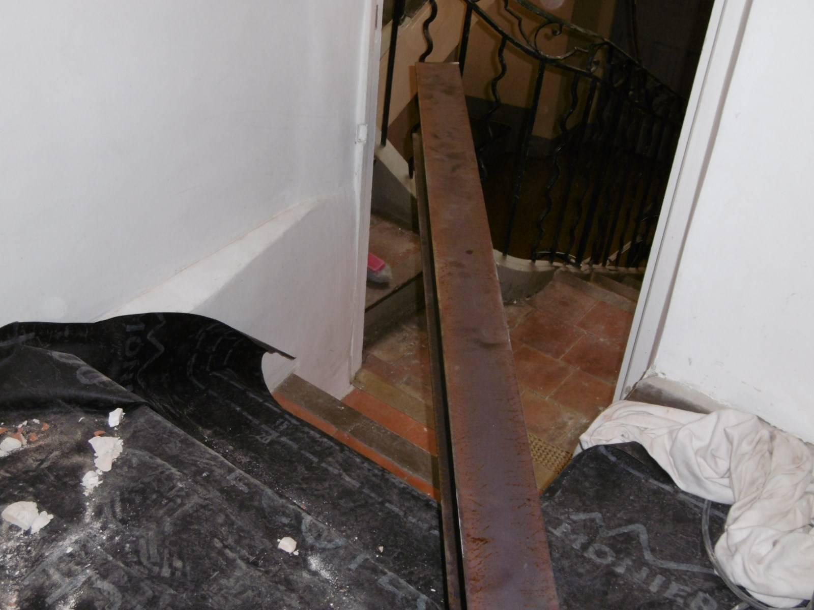 renforcement d 39 une poutre bois d fectueuse par nos. Black Bedroom Furniture Sets. Home Design Ideas