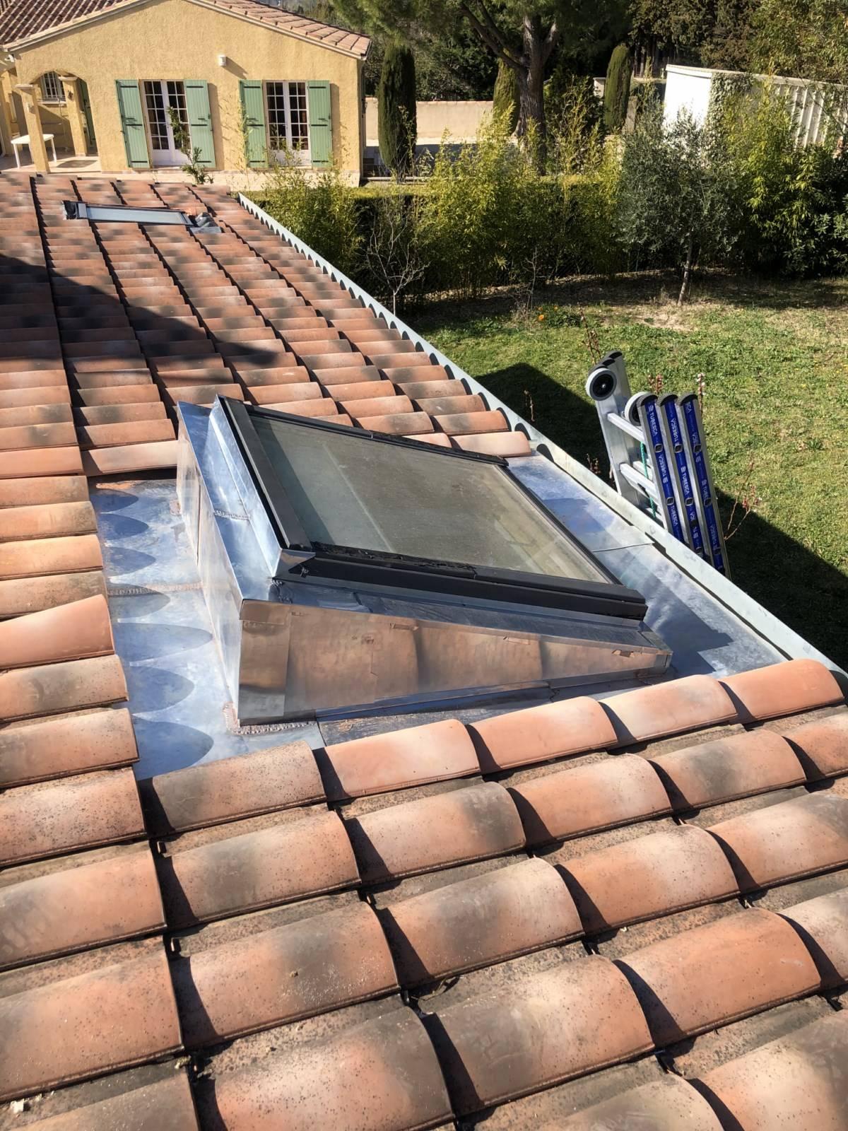étanchéité de velux en zinc , fenêtres de toit à Mallemort, zinguerie, rénovation et réfection ...